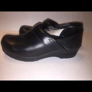 Dansko Womens Professional Black Clogs size 7 EUC